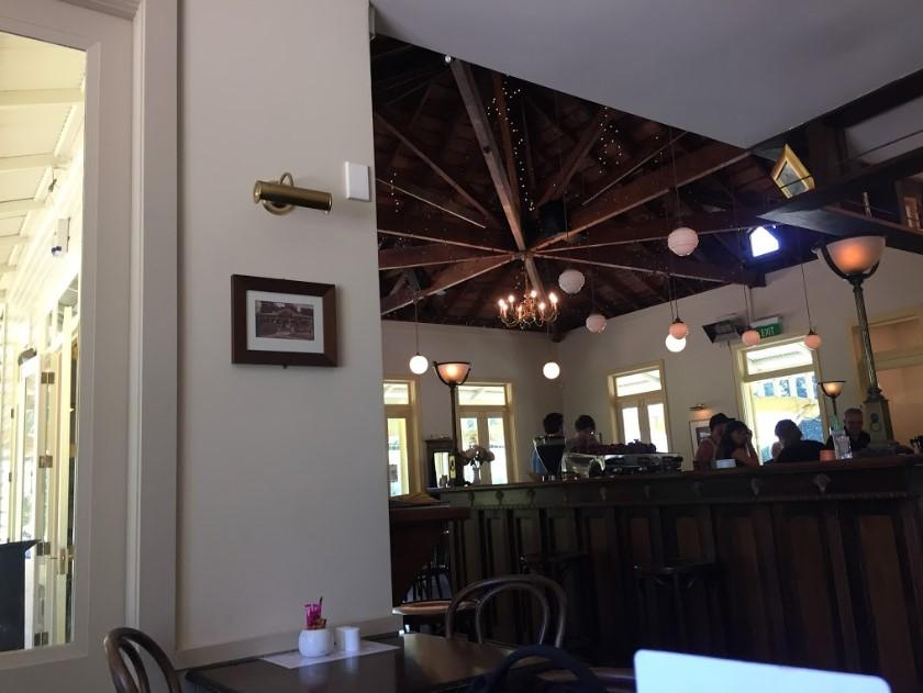 The Lake House Cafe & Bistro