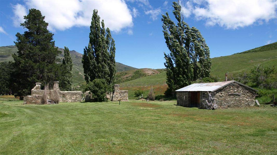 Lindis Pass Historic Hotel Campsite