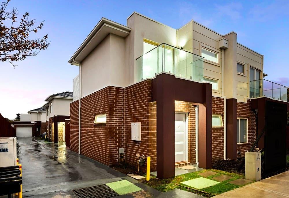 Two bedroom property in Melbourne under 450k