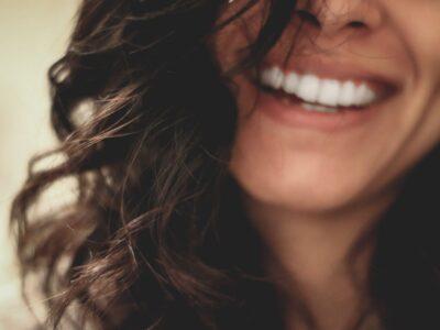 ホワイトニング   笑顔 白い歯