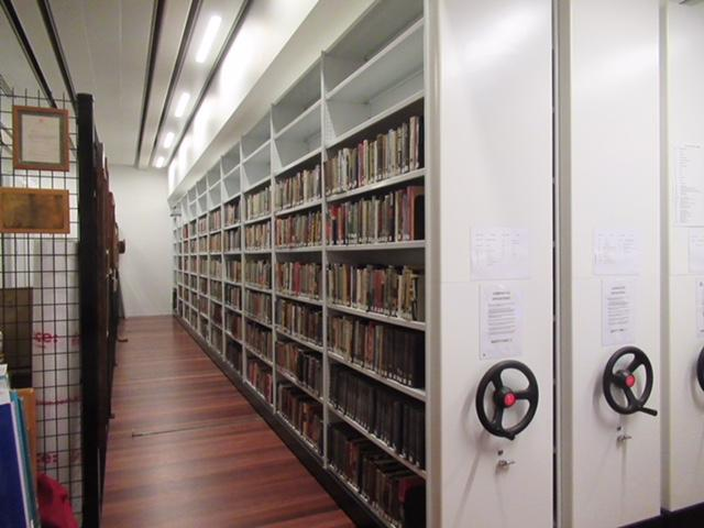 Library compactus