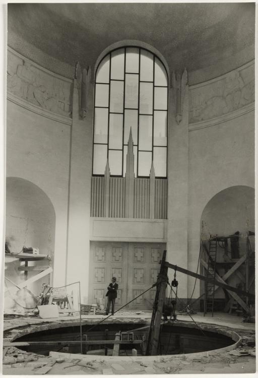 An interior view of the Hall of Memory during the building of the Memorial. Courtesy State Library of NSW