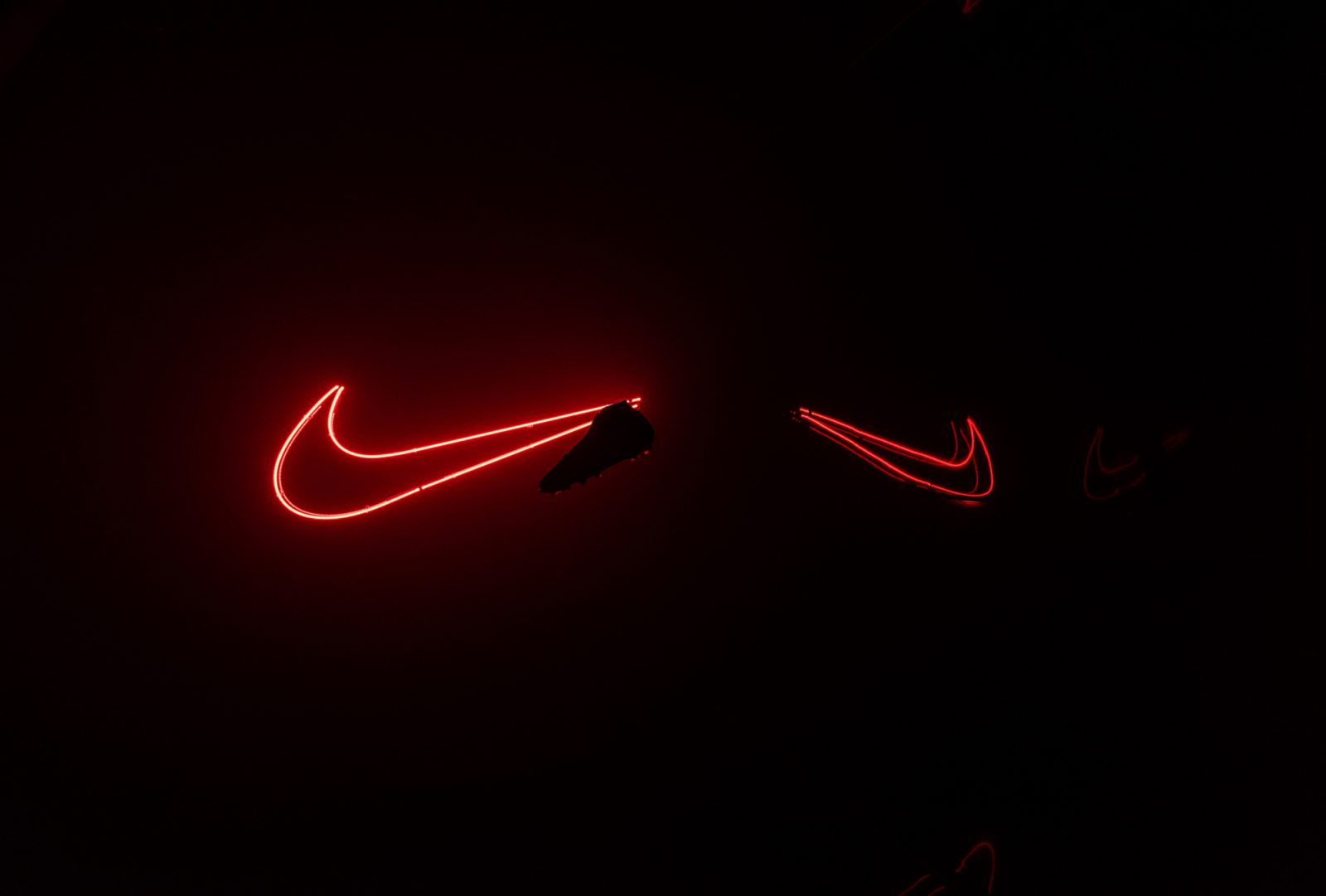 Space between nike phantom 9