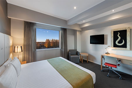 rendezvous-hotel-christchurch-new-zealand-guest-room-queen.jpg