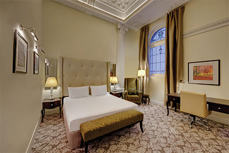 rendezvous-hotel-melbourne-heritage-room-bedroom-hero.jpg