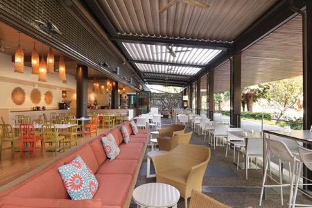 adina-apartment-hotel-vibe-hotel-darwin-waterfront-curve-restaurant-01-2014-450x300.jpg