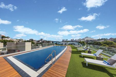 vibe-hotel-rushcutters-sydney-pool-01-2016-450x300.jpg