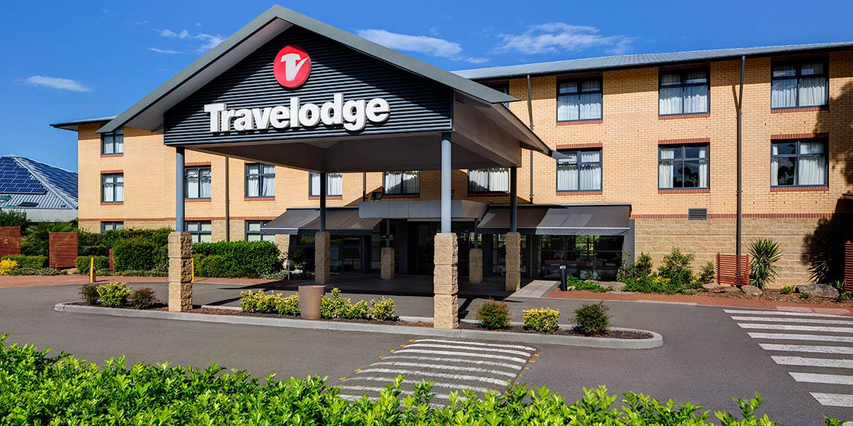 travelodge-hotel-blacktown-exterior-02-2016.jpg