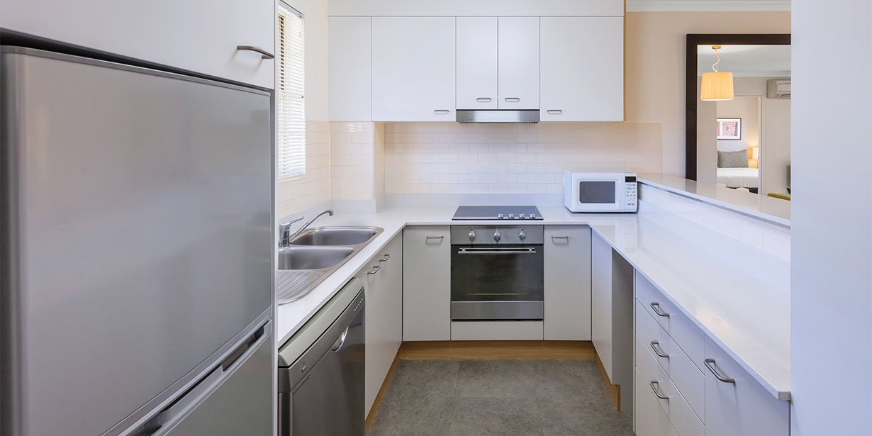 medina-serviced-apartments-canberra-kingston-two-bedroom-apartment-kitchen-2017.jpg