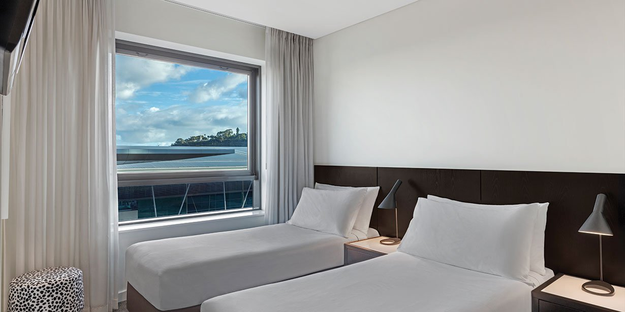 adina-apartment-hotel-perth-premier-one-bedroom-apartment-bedroom-twin-01-2017.jpg