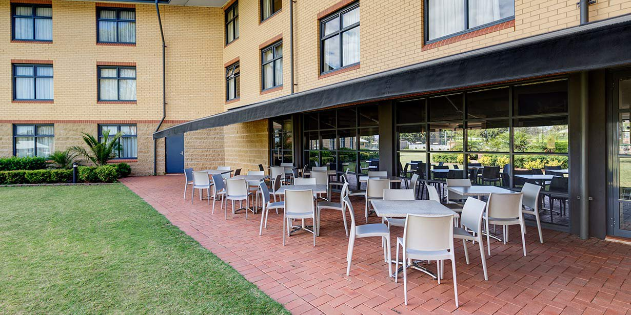 travelodge-hotel-blacktown-outdoor-garden-area-2016.jpg