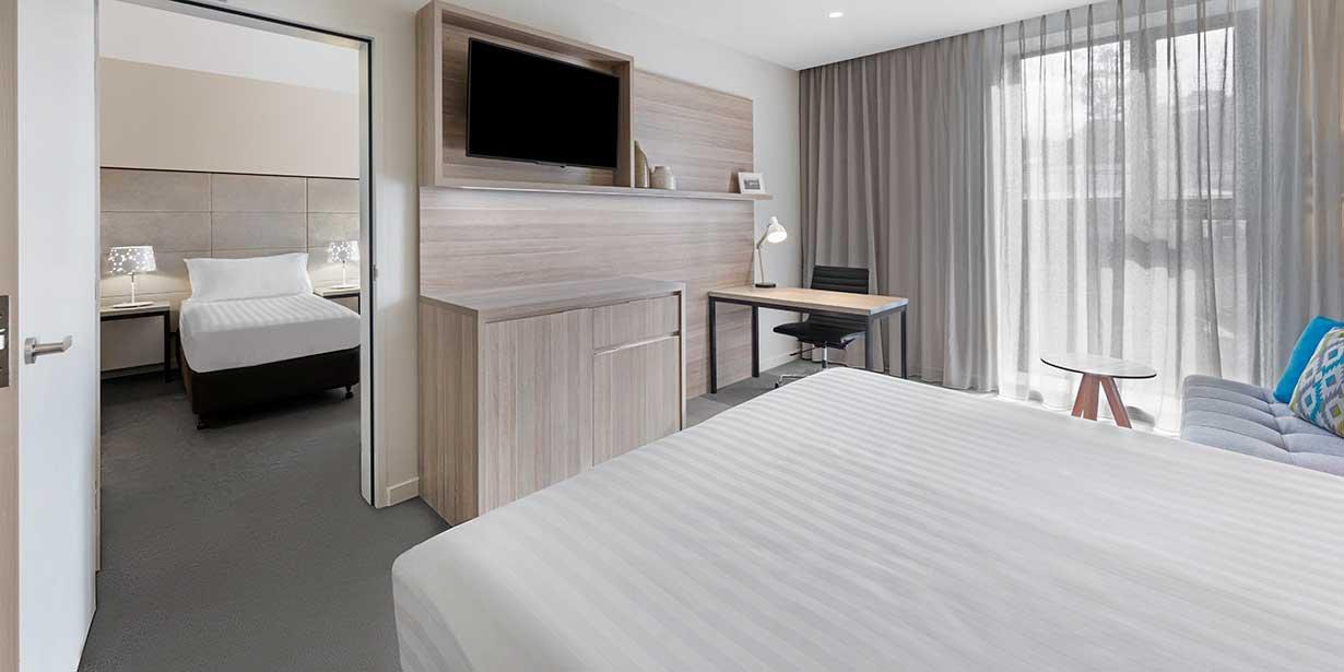 vibe-marysville-woodland-family-room-interconnecting-bedroom-king-02-2016.jpg