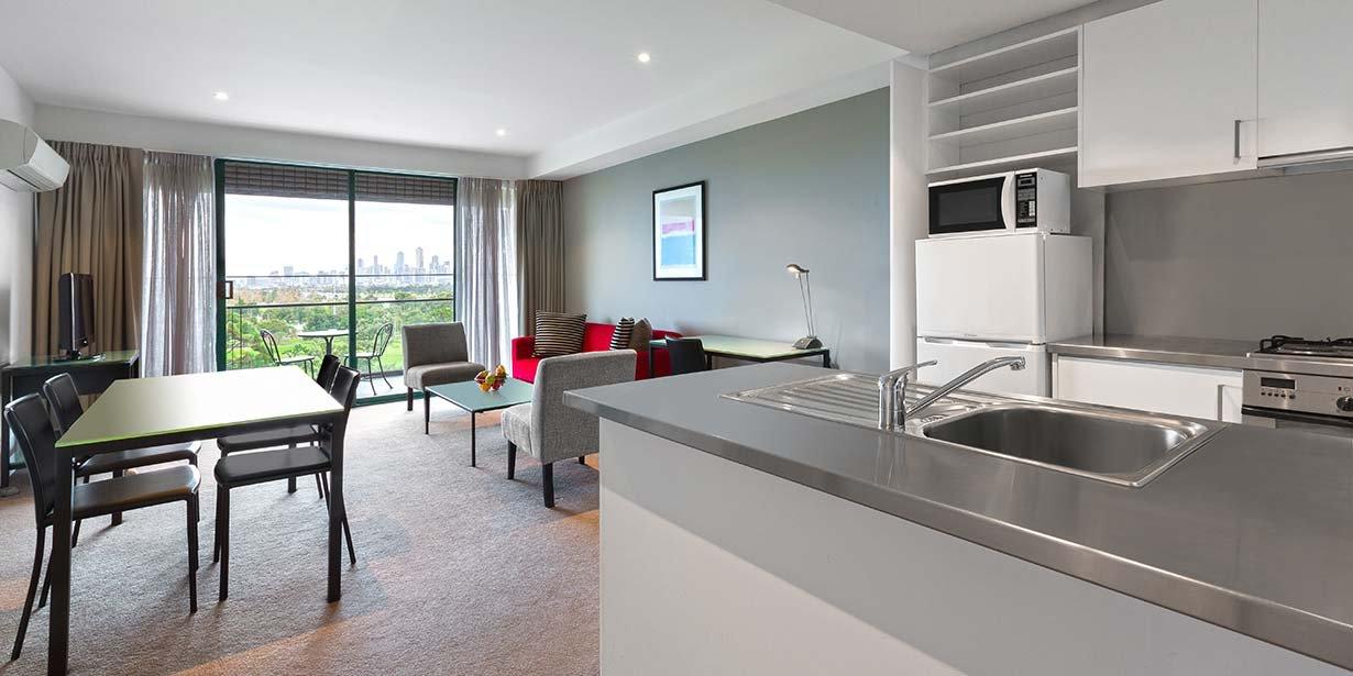 adina-apartment-hotel-st-kilda-melbourne-two-bedroom-apartment-city-view-2016.jpg