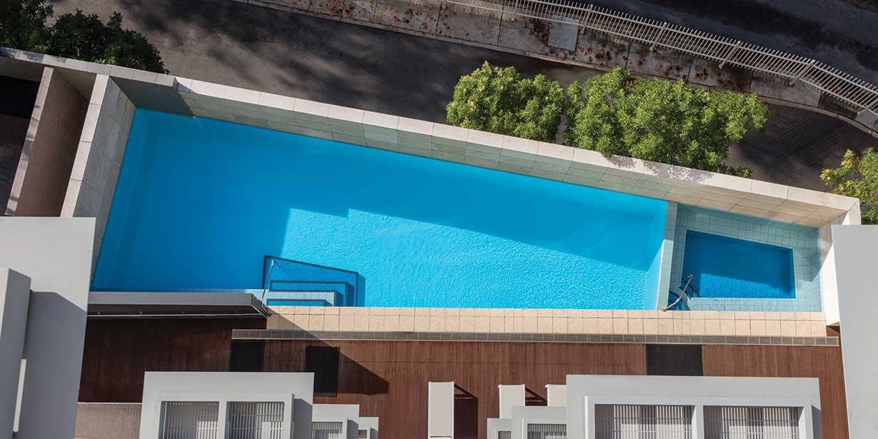 adina-apartment-hotel-perth-pool-2017.jpg