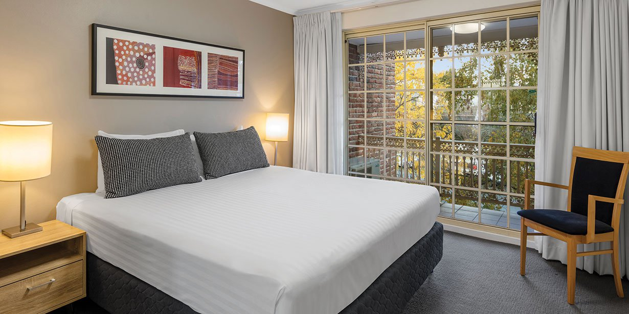 medina-serviced-apartments-canberra-kingston-one-bedroom-apartment-bedroom-king-01-2017.jpg