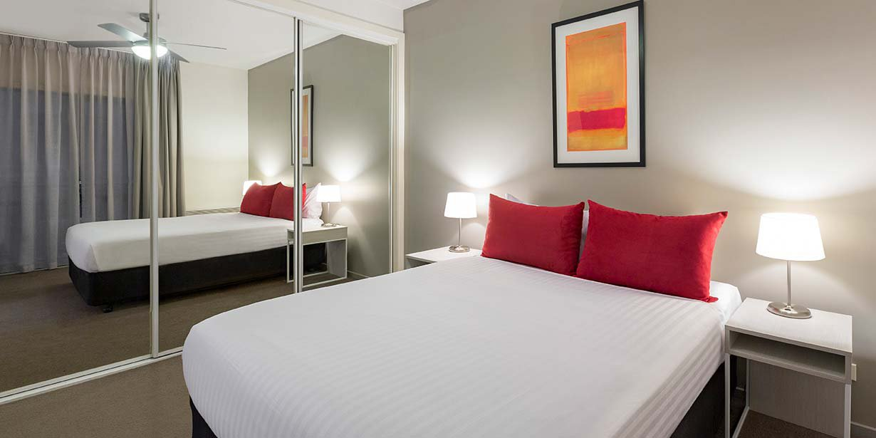 adina-apartment-hotel-st-kilda-melbourne-one-bedroom-apartment-bedroom-2016.jpg