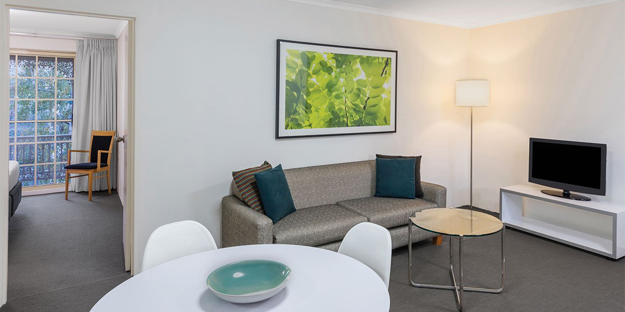 medina-serviced-apartments-canberra-kingston-one-bedroom-apartment-lounge-room-01-2017.jpg