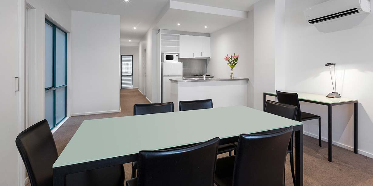 adina-apartment-hotel-st-kilda-melbourne-three-bedroom-apartment-dining-kitchen-2016.jpg