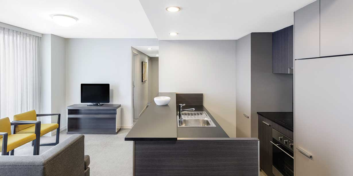 adina-apartment-hotel-norwest-sydney-three-bedroom-apartment-kitchen-2016.jpg
