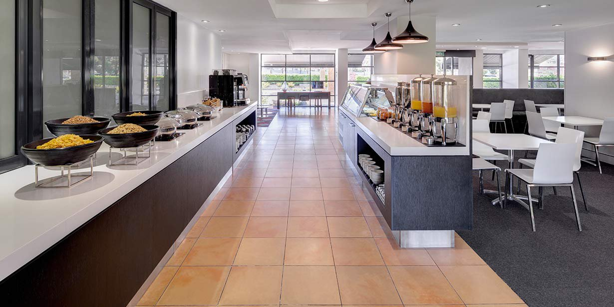 travelodge-hotel-blacktown-buffet-breakfast-area.jpg