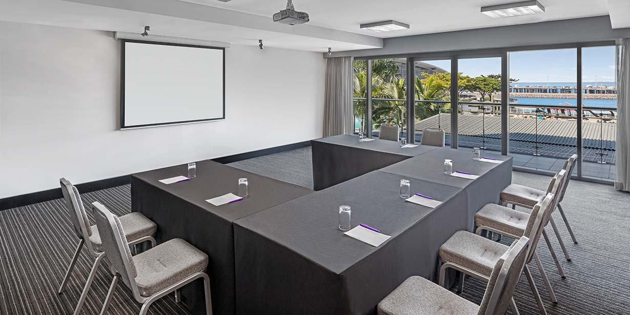 adina-vibe-hotel-darwin-waterfront-conference-room-mauna-loa-u-shape-2016.jpg