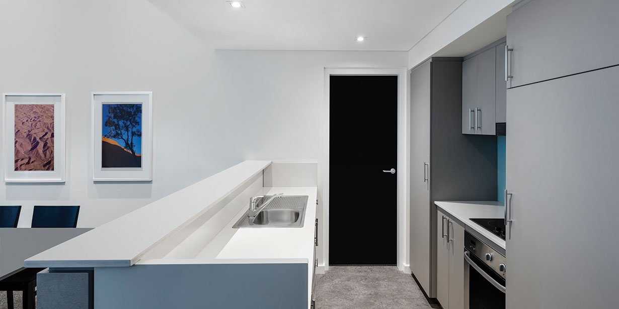 adina-apartment-hotel-perth-premier-grand-one-bedroom-apartment-kitchen-2017.jpg