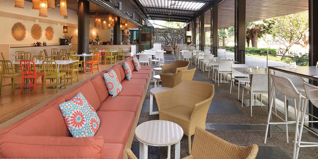 adina-vibe-hotel-darwin-waterfront-curve-restaurant-2014.jpg