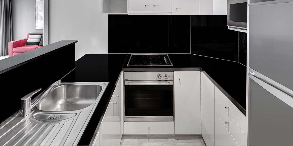 adina-apartment-hotel-south-yarra-melbourne-one-bedroom-kitchen-2016.jpg