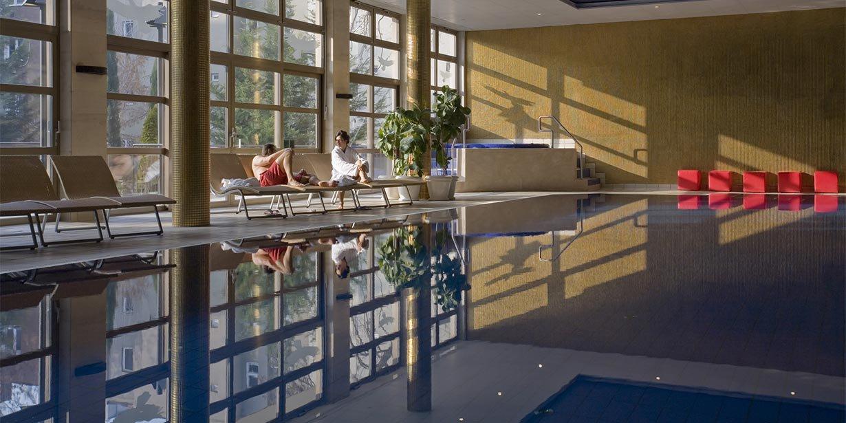 adina-budapest-apartment-hotel-swimming-pool-2013.jpg