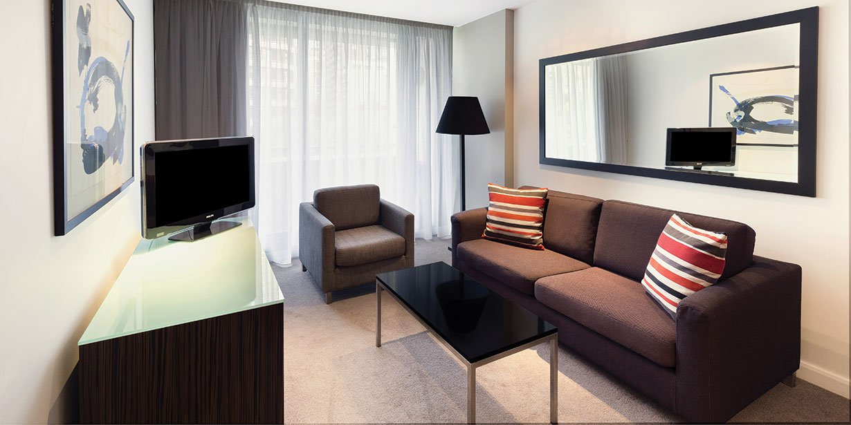 adina-apartment-hotel-sydney-darling-harbour-one-bedroom-apartment-king-lounge-room-01-2016.jpg