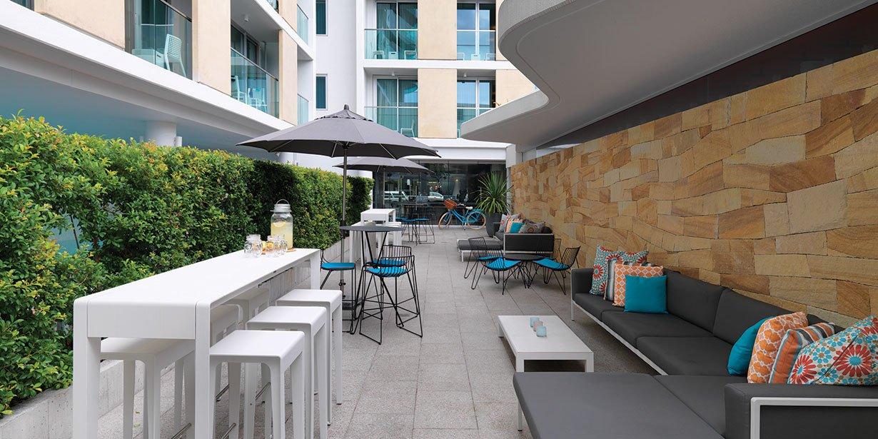 adina-apartment-hotel-bondi-beach-hotel-courtyard-02-2015.jpg