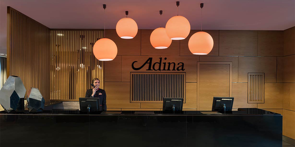 adina-apartment-hotel-hackescher-markt-reception-2017.jpg