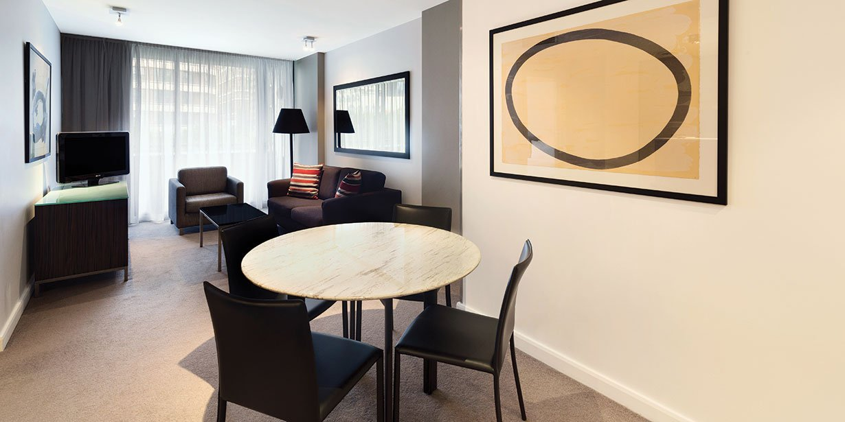 adina-apartment-hotel-sydney-darling-harbour-one-bedroom-apartment-king-lounge-room-and-dining-01-2016.jpg