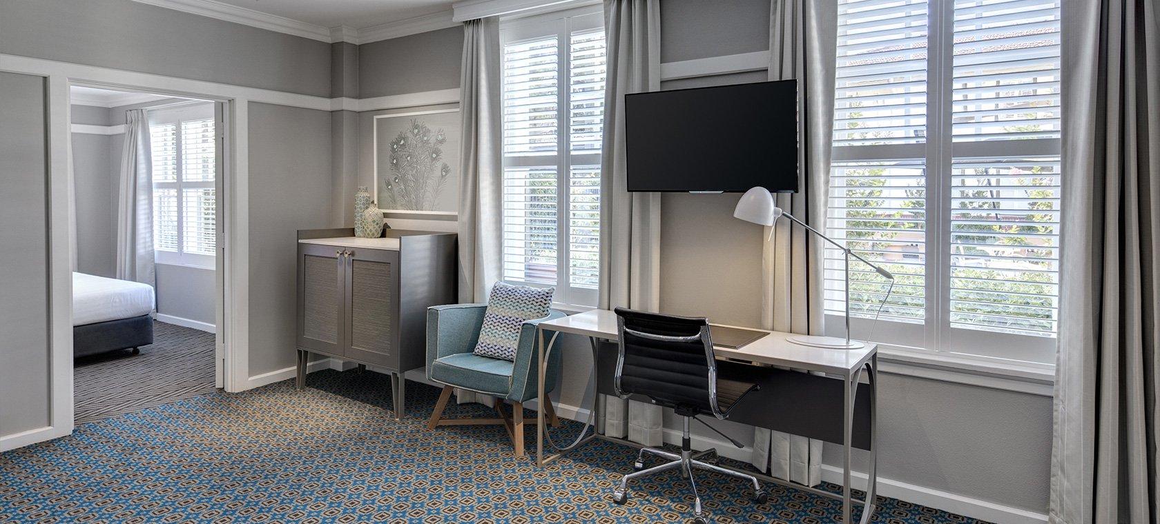 hotel-kurrajong-canberra-executive-suite-lounge-room-02-2016.66-1.jpg