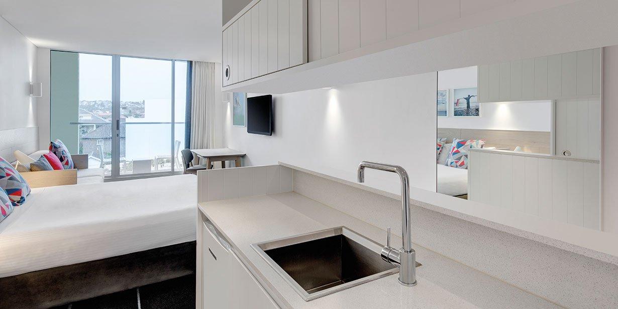 adina-apartment-hotel-bondi-beach-studio-room-kitchen-2016.jpg