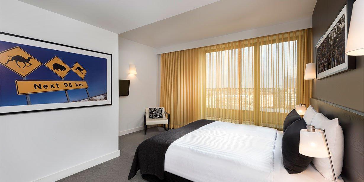 adina-apartment-hotel-hackescher-markt-one-bedroom-premier-apartment-bedroom-01-2017.jpg