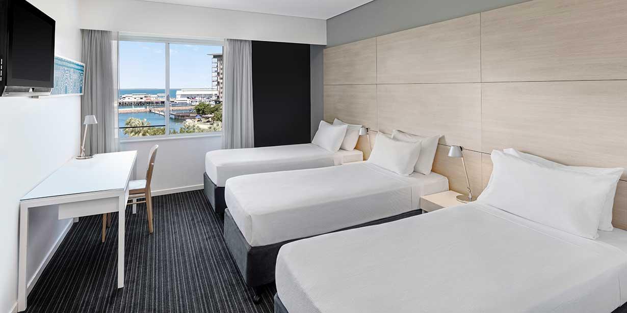 vibe-hotel-darwin-waterfront-guest-room-triple-01-2016.jpg