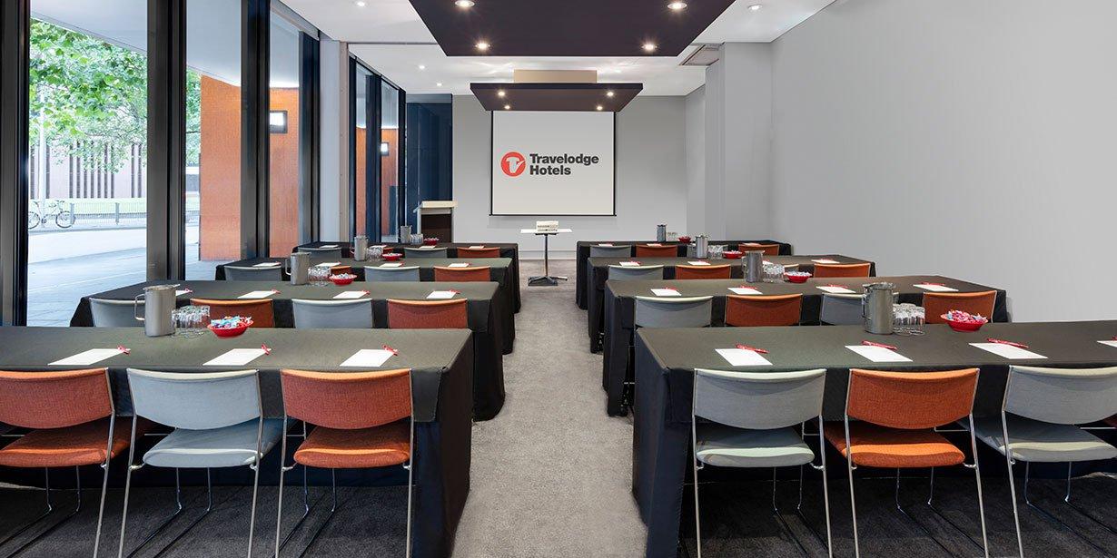 travelodge-hotel-southbank-melbourne-conference-eureka-room-classroom-01-2017.jpg