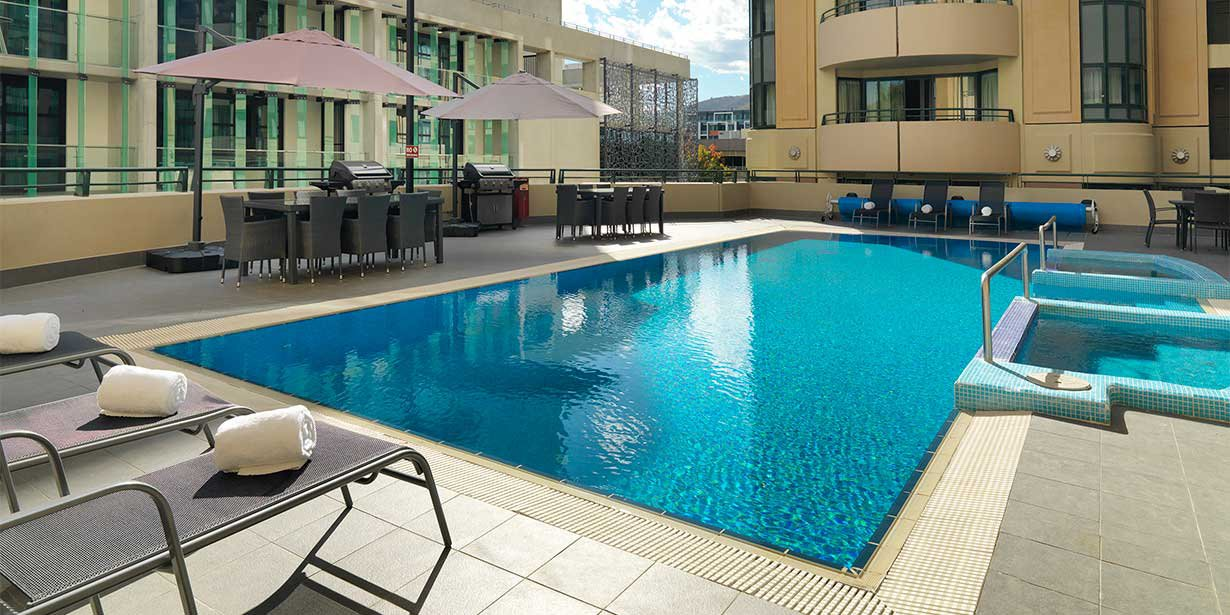 medina-serviced-apartments-canberra-james-court-pool-01-2015.jpg