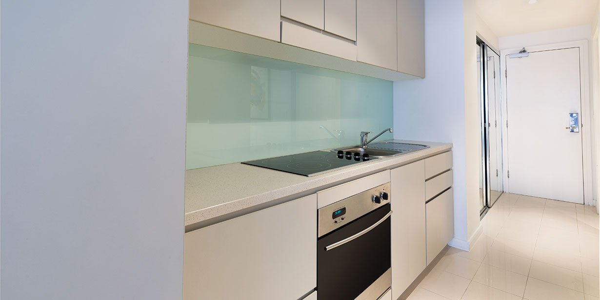 adina-apartment-hotel-sydney-darling-harbour-premier-grand-studio-apartment-kitchen-2016.jpg