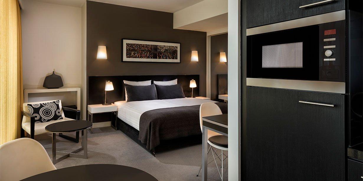 adina-apartment-hotel-hackescher-markt-premier-studio-apartment-bedroom-02-2017.jpg