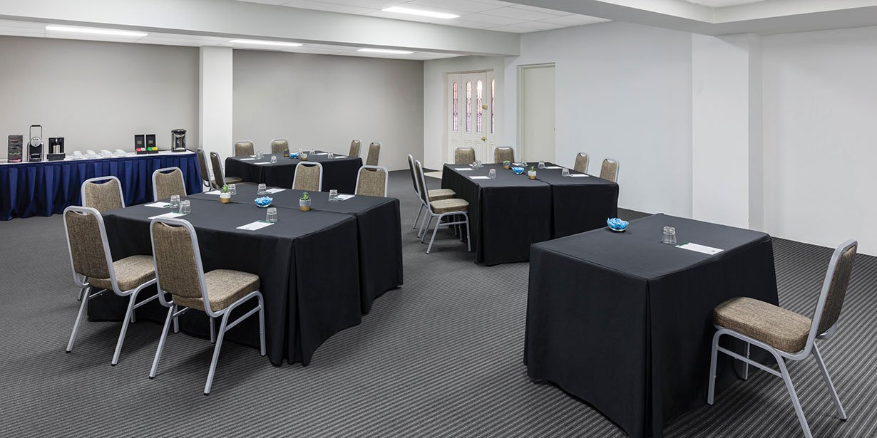 medina-serviced-apartments-canberra-kingston-conference-room-banquet-03-2017.jpg
