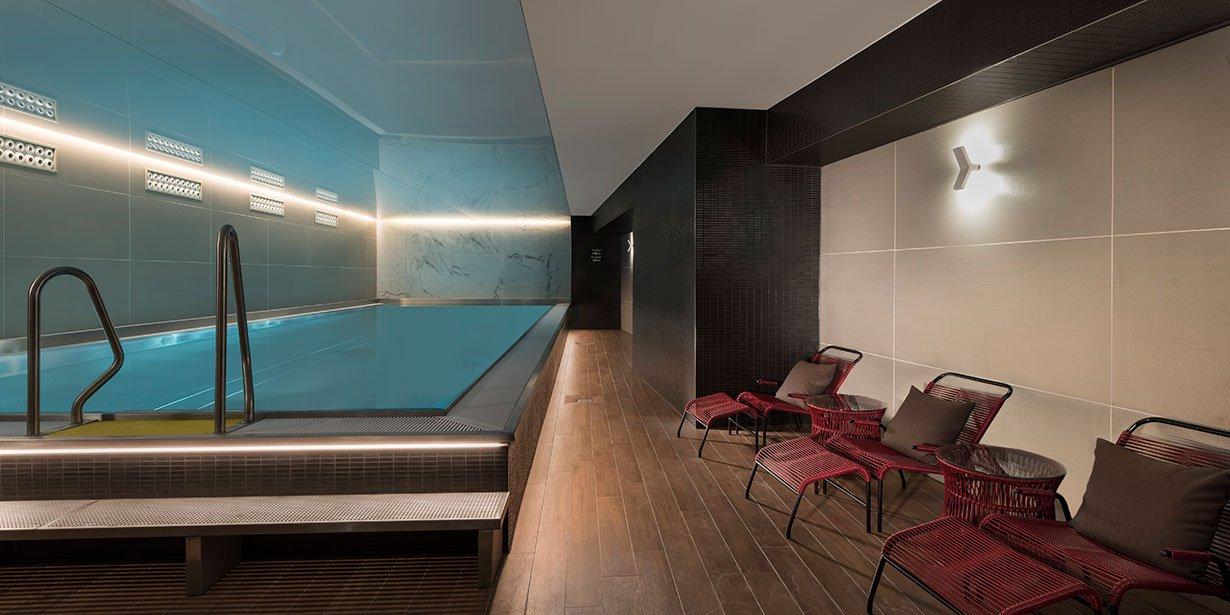adina-apartment-hotel-nuremburg-pool-2017.112-1.jpg