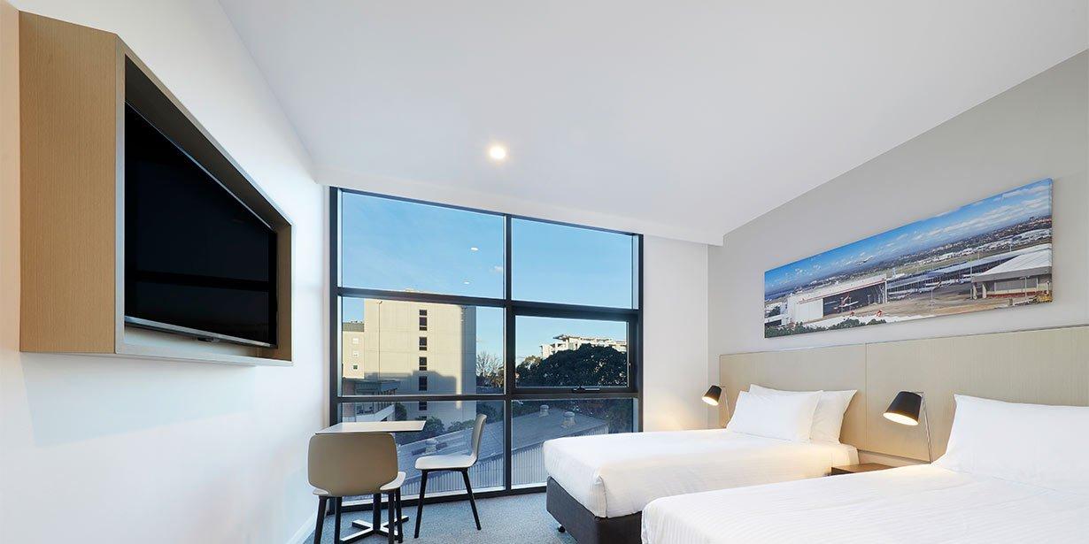 travelodge-hotel-sydney-airport-bedroom-twin-02-2017.jpg