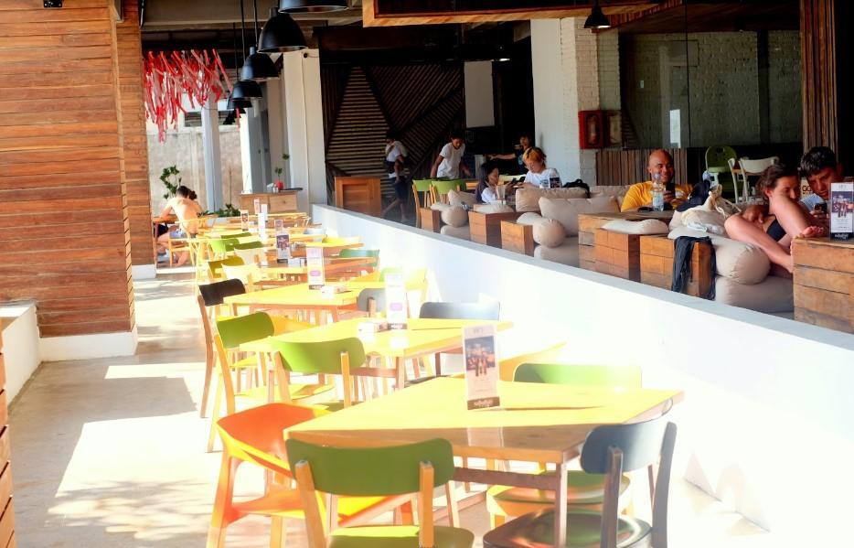 HQ Headquarters Beach Lounge