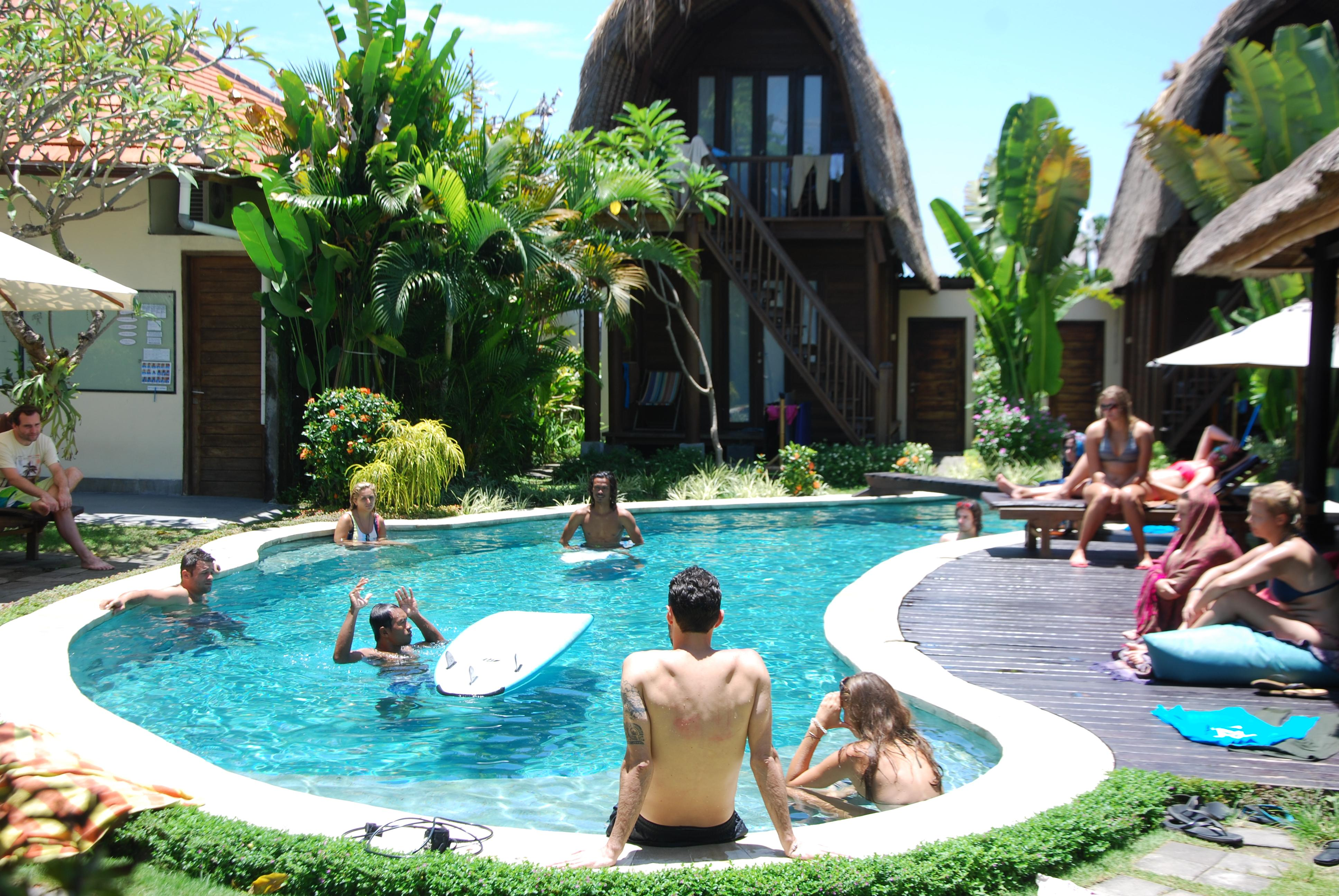 SurfWG Bali surf camp – Beginners surf for free!