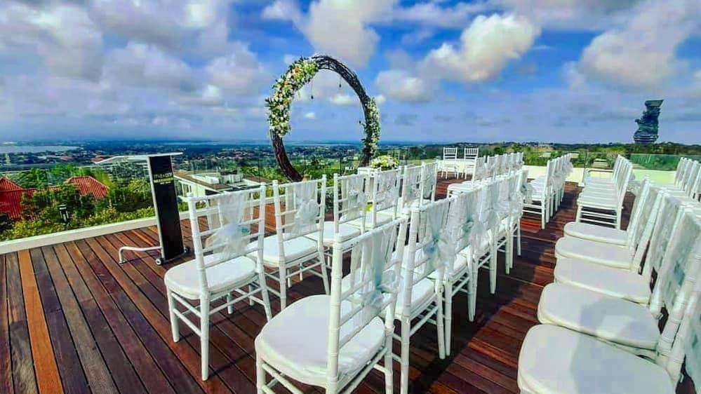 SkyMax Rooftop Bar