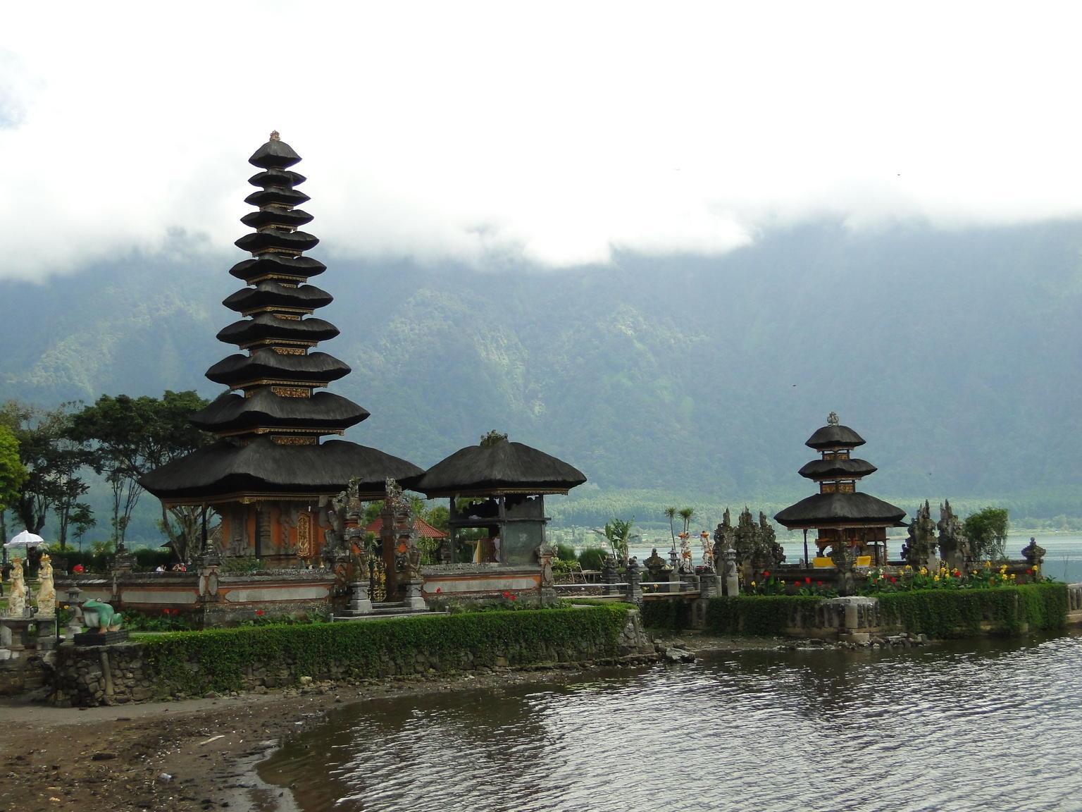 Singaraja and Bedugul North Coast Bali Mountain Tour
