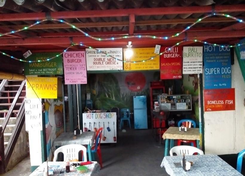 Ari Home Stay & Hot Dog Shop