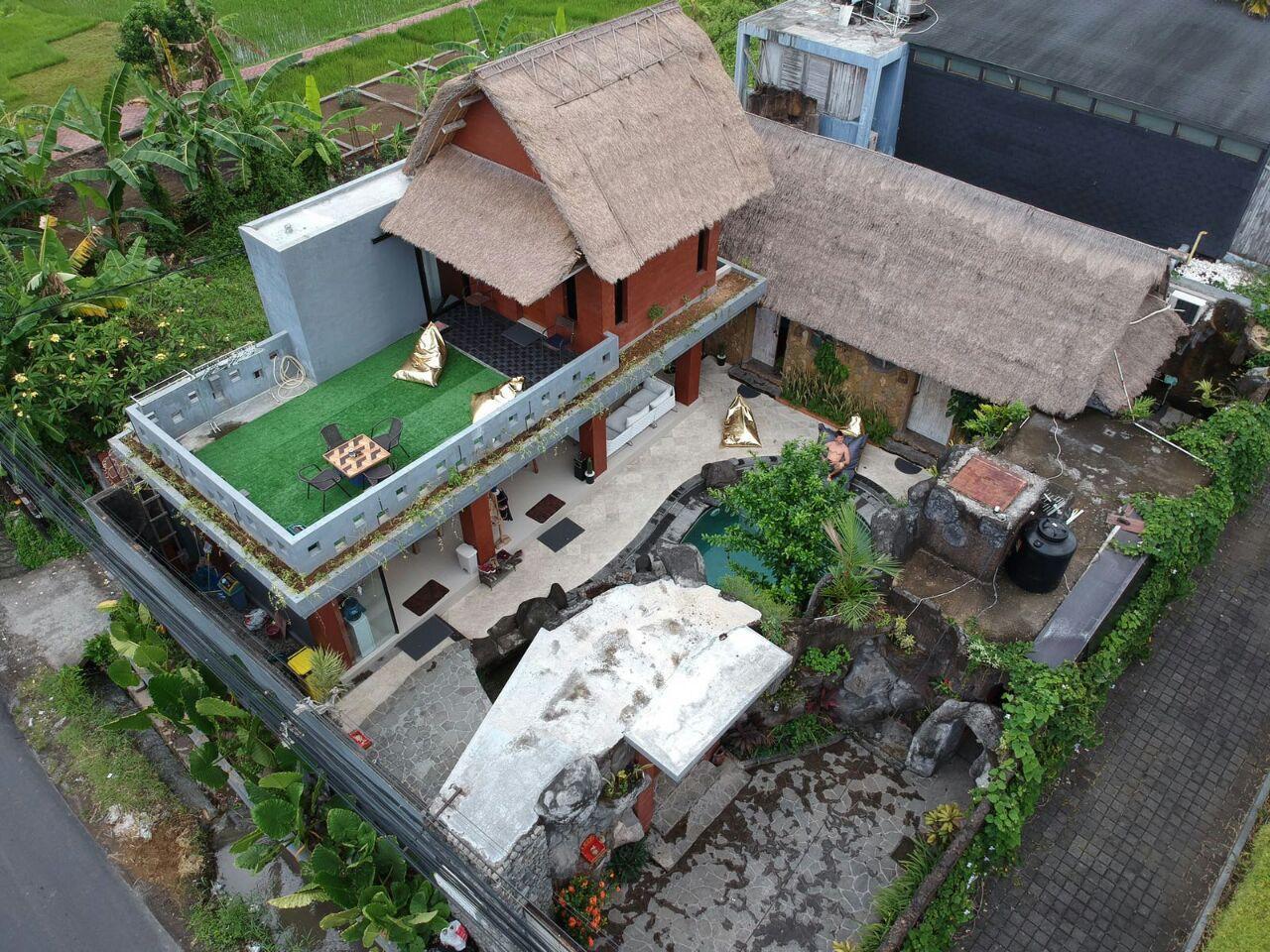 The Flintstones - by MANASUI villa